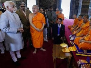 Vice President Hamid Ansari talking with monks during a visit to Buddhist Temple Wat Pho in Bangkok