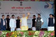 Prime Minister Narendra Modi along with Minister of Road Transport and Highways Nitin Gadkari and Maharastra Chief Minister Prithviraj Chavan