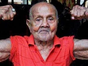 File photo of bodybuilder Manohar Aich who passed away at the age of 104 years in Kolkata