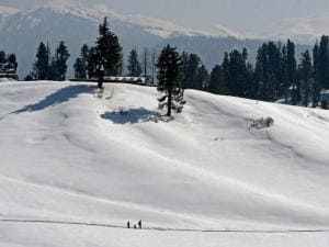A tourist couple with their kid at Gulmarg ski_resort in district Baramulla