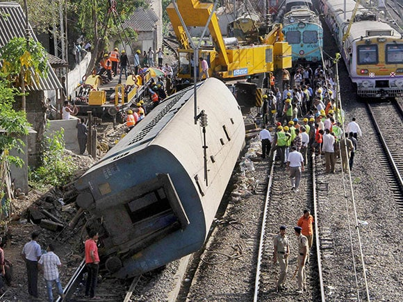 Western Railway Derailment, lower parel train accident, derailment at lower parel, Lower Parel, Mumbai Suburban Railway, Western Railway Train Problem Today, Western Railway News Today, Western Railway Mumbai, Western Railway News, Indian Railway, indian railway inquiry, indian railway pnr, train derailed at lower parel, lower parel derailment