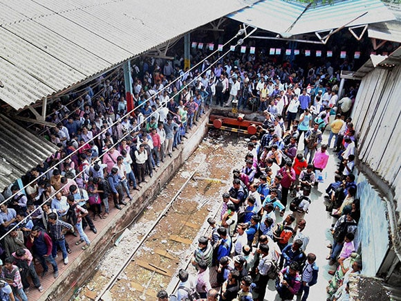 Mumbai Local, Central Railway, Harbour lines, water logging, indian railway, Taxi strike