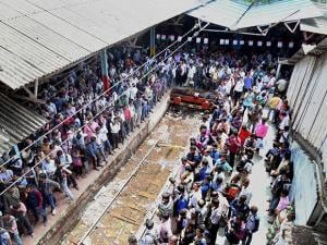 Commuters stranded at Thane railway station