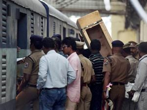 robbery Indian currencies worth Rs 5.75 crore from a train