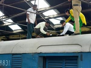 robbery Indian currencies worth Rs 5.75 crore from a train in Madras