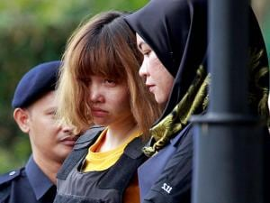 Vietnamese suspect Doan Thi Huong is escorted by police officers out from Sepang court