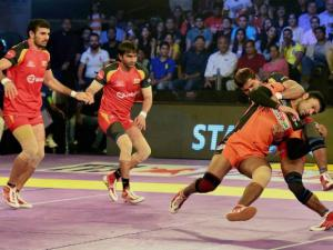 Players of U Mumba and Bengaluru Bulls in action