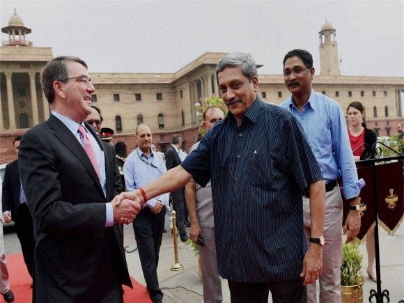 Defence Minister of India, Manohar Parrikar, U.S. Defence Secretary, Ashton Carter, Amar Jawan Jyoti, India Gate, New Delhi