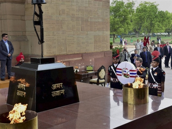 U.S. Defence Secretary, Ashton Carter, Amar Jawan Jyoti, India Gate, New Delhi