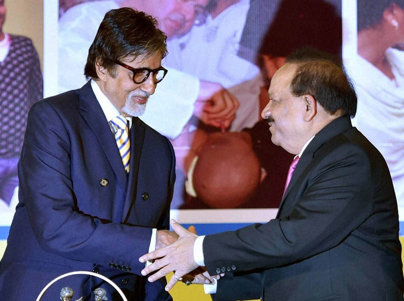 Union Health Minister, Harsh Vardhan, WHO Representative, India Nata Menabde, Trustee, Rotary Foundation, Sushil Gupta, present, memento, UNICEF Goodwill, Ambassador, Bollywood actor, Amitabh Bachchan,  UNICEF, celebrates, Polio Free India, function, New Delhi