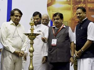 Nitin Gadkari lighting the lamp to inaugurate Logistics Summit 2017