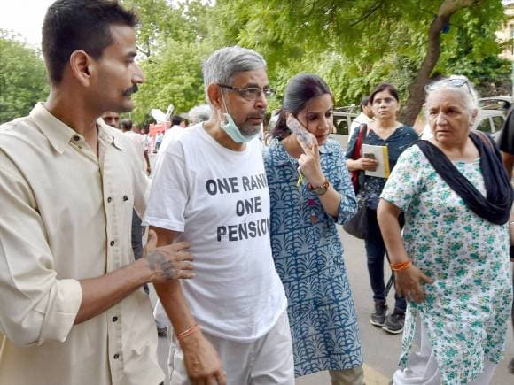 Colonel, Pushpendra Singh, OROP protest, Jantar Mantar, One Rank One Pension, New Delhi, India Gate, Ex-servicemen protest
