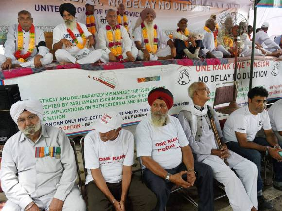 OROP protest, Jantar Mantar, One Rank One Pension, New Delhi, India Gate, Ex-servicemen protest
