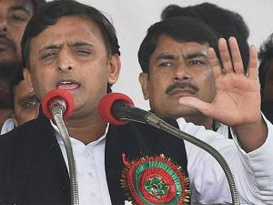 Akhilesh Yadav addressing the special convention of Samajwadi Party where his supporters declared him the new chief of the party in Lucknow