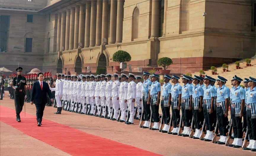 Vietnam's, Prime Minister, Nguyen Tan Dung, inspects,  guard, honour, ceremonial, reception, Rashtrapati Bhawan