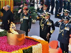 pays homage to the martyrs at Amar Jawan Jyoti on the occassion of 'Vijay Diwas'