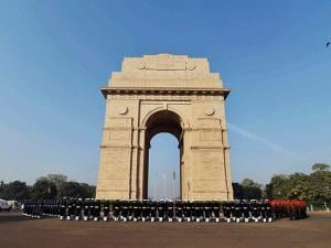 Soldiers paying homage to martyrs at 'Amar Jawan Jyoti' at India Gate on the occasion of 'Vijay Diwas'