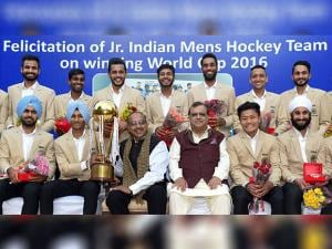 Vijay Goel poses for a group photo with the Indian Junior Hockey Team