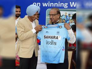 Vijay Goel with Indian Junior hockey team captain Harjeet Singh at the felicitation ceremony
