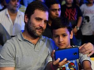Rahul Gandhi with a child at the WBO Asia Pacific Middleweight Championship
