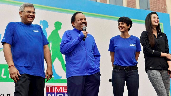 Union Minister for Health, Family Welfare, Harsh Vardhan, shares, light moment, actors, Mandira Bedi, kriti Sanon,  flagging off, Walk for Health, New Delhi