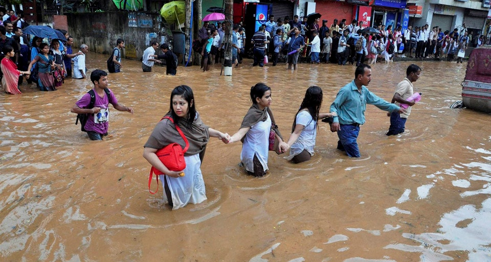 People, holding, each others, hands, move, across, waterlogged road, Chandmari, Guwahati