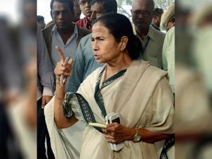 Mamata Banerjee adddresses the media on demonetization issue