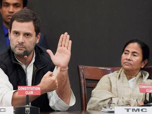Rahul Gandhi and West Bengal Chief Minister Mamata Banerjee during joint press conference