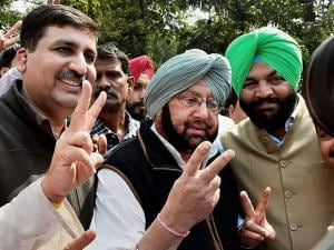 Punjab Congress President Capt Amrinder Singh shows victory sign to media