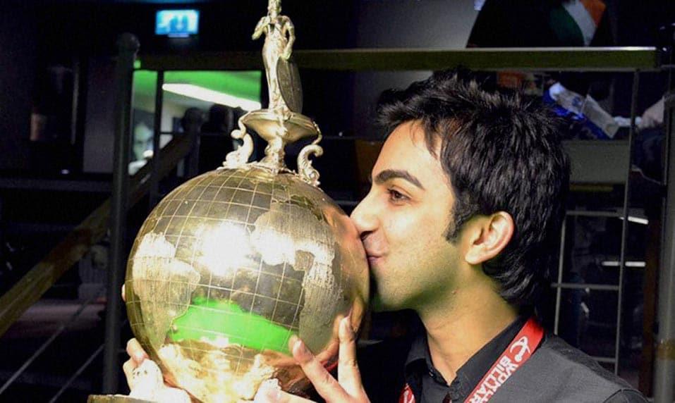 Pankaj Advani, poses, photographs, winning, World Billiards Championship, Leeds