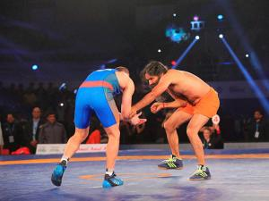 Yoga guru Baba Ramdev fight against Olympic medalist Andrey Stadnik