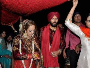 Yuvraj Singh with Hazel Keech during rituals of their marriage in Panchkula 02