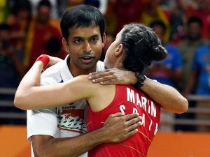 Carolina Marin with Indian coach Pullela Gopichand  after defeating India's PV. Sindhu