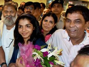 India's first woman wrestler Sakshi Malik along with her parents