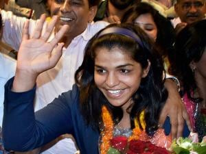 Sakshi Malik waves to her fans