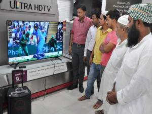 Moradabad: People glued to TV sets during the ICC Champions Trophy match between India and Pakistan in Moradabad
