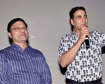 "<p>Actor Akshay Kumar with Commissioner of Delhi Police B.K. Gupta during special screening of the film ""Rawdy Rathore"" in New Delhi on Wednesday.</p>"