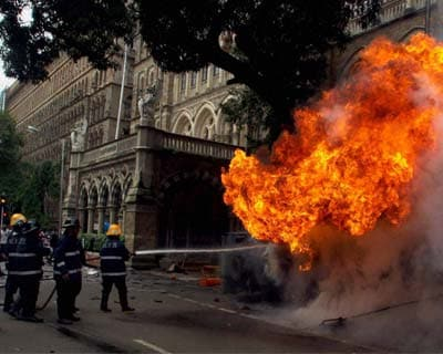 Protest against Assam riots turns violent in Mumbai
