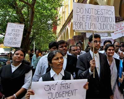 Lawyers protest against Mamata Banerjee's remarks on judiciary