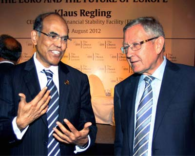 D Subbarao and Klaus Regling at IISC lecture