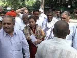 Jats protest outside Rajnath's residence demanding reservation