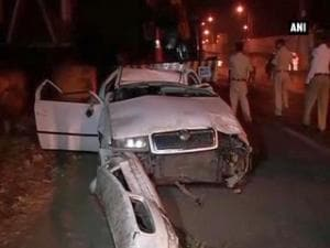 Mumbai: Driver dies as speeding car falls off highway