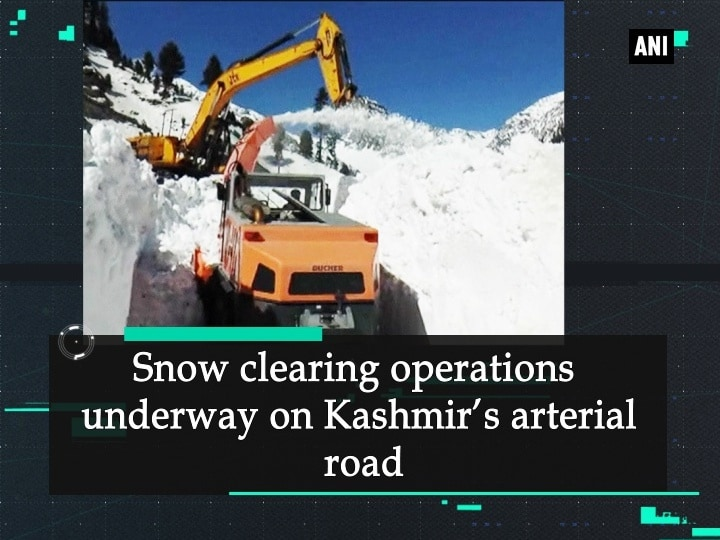 Snow clearing operations underway on Kashmir's arterial road
