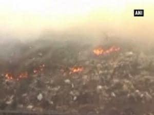 Thick smog engulfs Kalyan after fire at Agarwadi dumping ground
