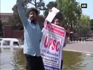 UPSC aspirants protesting outside Parliament detained