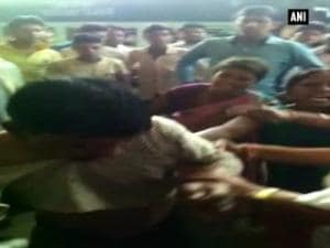 Woman thrashes eve-teaser on railway platform