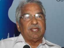 Oomen Chandy steps down as Kerala CM