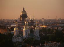 The golden-domed Saint Isaac's Cathedral dominates the city skyline (Photo: Wikipedia)