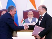 Igor Sechin (L), chief executive of Russia's top oil producer Rosneft, and Narendra Verma, managing director of ONGC Videsh Limited (OVL)
