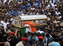 J Jayalalithaa, funeral, Tamil Nadu, Marina Beach, Rajaji Hall, mourners